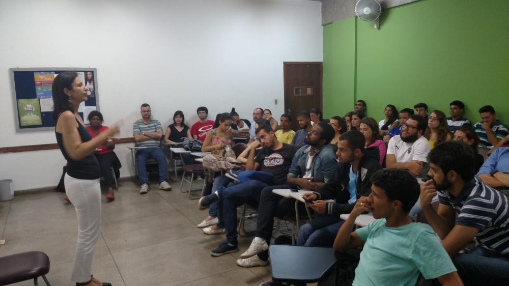 Ivana Moreira falou sobre carreira e mostrou aos alunos o real sentido da profissão: informar com qualidade